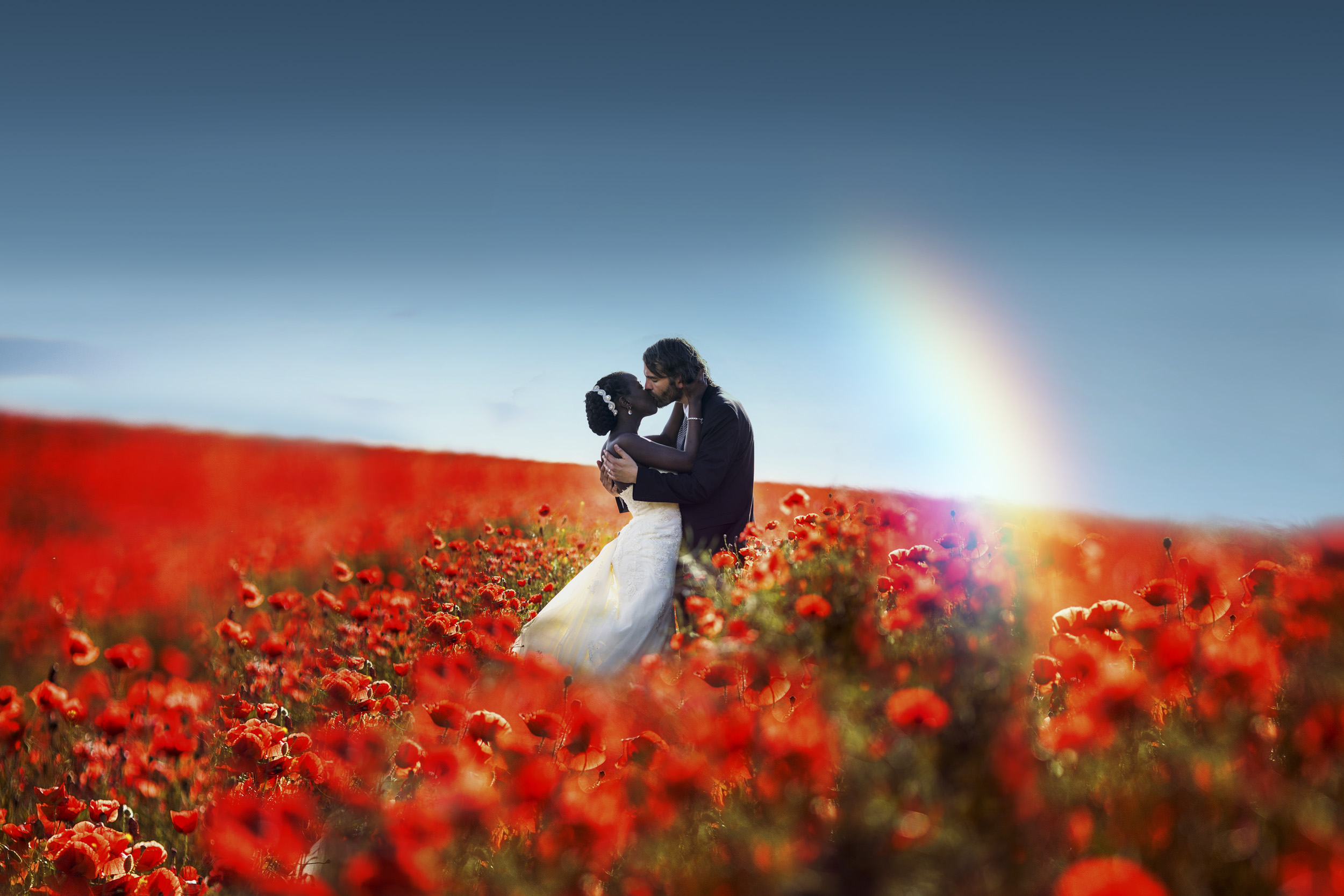 Hochzeitsfotograf Leipzig Brautpaar im Mohnfeld