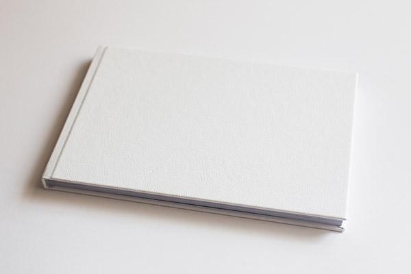 Fotobuch aus weißem Leder